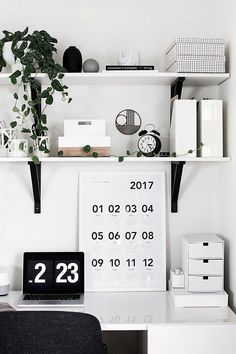 DIY Home Decor, pool on charming room decor to place on the list right now, plan. DIY Home Decor, Mesa Home Office, Home Office Desks, Office Spaces, Office Decor, Apartment Office, Office Setup, Office Table, Apartment Living, Work Cubicle Decor