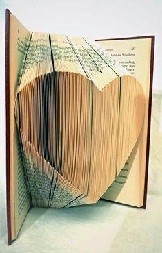 handgefaltetes Buch Herz