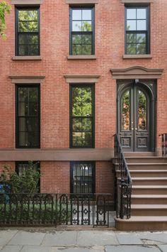 An Unfussy Brooklyn Brownstone Remodel from Architect Elizabeth Roberts: Remodelista Brooklyn House, Brooklyn Brownstone, Brooklyn Style, Brooklyn Film, Brooklyn Apartment, Brooklyn Bridge, Brooklyn Wyatt, Brick Facade, Facade House