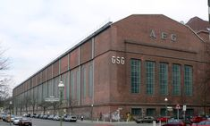 Turbine factory in Berlin - Moabit, built in 1909 by Peter Behrens for AEG, 1977 . House Architecture Styles, Historical Architecture, Industrial Architecture, Contemporary Architecture, Peter Behrens, Bauhaus Art, Brick In The Wall, Walter Gropius, Ludwig Mies Van Der Rohe