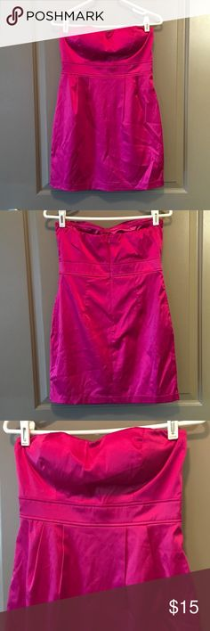 Pink Dress Forever 21 Pink strapless dress. Built in padding and zipper back. Size M but can fit a Small! Forever 21 Dresses