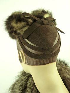 VINTAGE HAT 1940s FRENCH WWII ERA BEAUTIFUL BROWN FUR & FELT TILT TOPPER w BOW