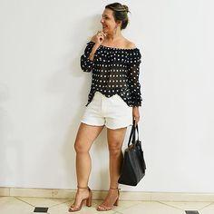 #boanoite ❤️ Vocês gostam dessa mistura? Um clássico de #bolinhas num estilo #moderno e #descolado para os dias quentes da estação. Adivinha??? #Look disponível no @opinoshop 😉 #shorts #blusa e #bolsa ❤️ #vendasonline #brasil