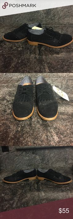 Toms Women's Brogue Lace up Black Suede Shoes Toms Brogue Lace up Black Suede & Wool Shoes Loafers New with tag. Woman's Size 8 Toms Shoes Flats & Loafers