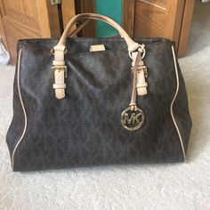 Women Authentic Michael Kors Hand Bag I purchase this purse from Nordstrom 3 years ago, still in great condition I wore it a few times, I have the receipt as well, the handles need a little cleaning but you can take it in and they will do it with no charge... Message me for more details Michael Kors Bags Shoulder Bags