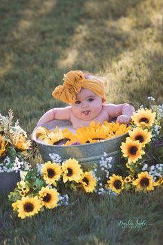 New baby photoshoot ideas girl pictures Ideas 6 Month Baby Picture Ideas, Baby Girl Pictures, Newborn Pictures, Bath Pictures, Western Baby Pictures, Outdoor Baby Pictures, 3 Month Old Baby Pictures, Milk Bath Photos, 6 Month Photos