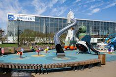 Москве есть чем похвастаться. На ВДНХ построили невероятно крутую детскую площадку! Редко где можно встретить такое чудо! Находится она около 20-го павильона, где…