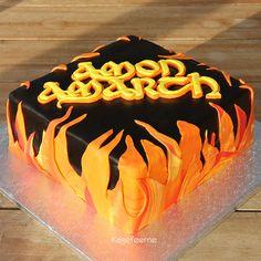 Dødsmetal-bandet Amon Amarch kage - Death metal band Amon Amarch cake