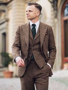 3 piece check suit in brown with black necktie Mens Fashion Sweaters, Mens Fashion Suits, Mens Suits, Checked Suit, Brown Suits, Costume, Men Style Tips, Casual T Shirts, Mens Clothing Styles