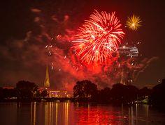 Und weil es so schön war... Noch ein Foto vom Feuerwerk - Alstervergnügen 2013  www.heimathafen-aktuell-hamburg-fotografie.de #alster #fireworks #night #hamburg #germany #welovehh #photograph #hamburgphotographer