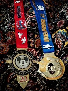 runDisney Marathon and Half Marathon Medals.GOAL: will do one day! Disney Races, Run Disney, Walt Disney World, Running Medals, Running Gear, Run Like A Girl, Girls Be Like, Disney World Half Marathon, Bling Bling