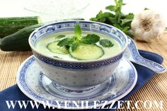 Chilled cucumber, melon and mint soup Summer Soup Recipes, Best Soup Recipes, Raw Food Recipes, Vegetarian Recipes, Healthy Recipes, Healthy Soup, Avocado Soup, Chilled Soup, Weight Watchers Meals