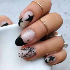 Looking to make October Special? Here are 100 Best Halloween Nail Art ideas. These Scary Halloween Nail designs are spooky yet gorgeous. Cute Halloween Nails, Halloween Acrylic Nails, Halloween Nail Designs, Cute Acrylic Nails, Halloween Coffin, Halloween Ideas, Stylish Nails, Trendy Nails, Get Nails