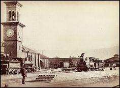 la estacion Baron y la torre del reloj en Valparaiso de 1860, via Flickr. Cities, As Time Goes By, Old Pictures, San Francisco Ferry, Big Ben, Building, Travel, Geeks, Hobbies