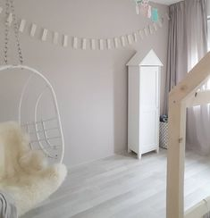 De Flexa Creations kleur Urban Taupe laat zich ook in een kinderkamer prima combineren met zowel natuurlijke, neutrale als pastel tinten. Wall Colors, House Colors, Paint Colors, Colours, New Room, Hanging Chair, Color Inspiration, Kids Room, Sweet Home