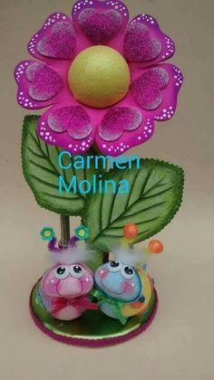 Flor rosarosa Diy Crafts Hacks, Foam Crafts, Diy And Crafts, Crafts For Kids, Paper Crafts, Summer Diy, Valentine Day Crafts, Felt Dolls, Stuffed Animal Patterns