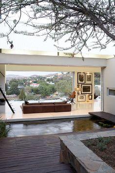 """""""Eu acredito que nossa casa deva se expor, que seja possível abri-la completamente. Isto reflete nossa posição em relação à vida. Abertos e ..."""
