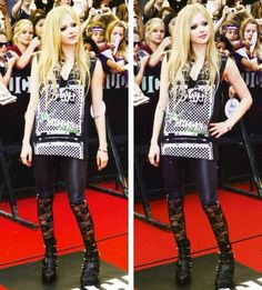 Throw back to when @Avril Lavigne attended #MMVA in 2011! pic.twitter.com/g5iDN8Oubk