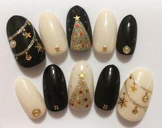いいね!40件、コメント1件 ― Real_Mapiさん(@mapi_nails)のInstagramアカウント: 「来月もうクリスマスかプレゼントどうしよう…って思いながら作ったやつw #クリスマスネイル #ジェルネイル #セルフネイル #christmas #christmasnails #冬ネイル…」 Holiday Nail Art, Christmas Nail Designs, Christmas Nails, Cat Nails, Nail Envy, Cool Nail Designs, Love Nails, Nail Arts, Winter Nails