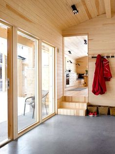 SMART ANNEKS: Here, too, the materials are solid and sturdy. The uniform use of materials makes the small rooms feel larger. Weekend House, Cabin Kitchens, Small Studio, Cabins In The Woods, Tiny House, Small Houses, Tiny Living, Small Rooms, Kitchen Design