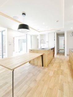 玄関からLDK空間への通路はダブルアクセスとし、家族用のエントランスは途中にクロークと食品庫を兼ねた納戸を経由してキッチンへたどり着くように設計しています。#キッチン #ファミリーエントランス #食品庫 #収納 #クローク #設計 #間取り #注文住宅 #デザイン住宅 #工務店 #タチ基ホーム #名古屋 #愛知 Dining Table, Furniture, Home Decor, Decoration Home, Room Decor, Dinner Table, Home Furnishings, Dining Room Table, Diner Table