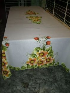 toalhas de mesa pintadas à mão 2,50m x 1,50m tecido oxiford! Rose Sketch, Fabric Paint Designs, Lace Painting, Watercolor Paintings, Flower Coloring Pages, World Of Color, Beautiful Paintings, Holidays And Events, Beautiful Flowers