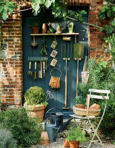 DIY jardin: des patères pour suspendre les outils de jardin!