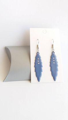 Retrouvez cet article dans ma boutique Etsy https://www.etsy.com/fr/listing/542597131/boucles-doreilles-pendantes-bleu-boucles
