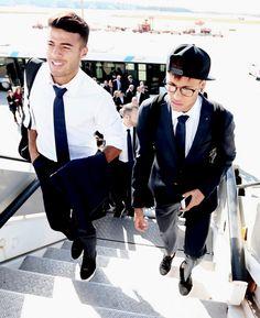Neymar & Rafinha Soccer Boys, Football Soccer, Soccer Stuff, Barca Team, Neymar Pic, Barcelona Players, Lionel Messi, Football Players, Hot Guys
