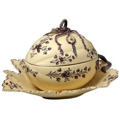 1stdibs.com | Antique English Creamware Pottery Melon Tureen 18th Century Probably Wedgwood
