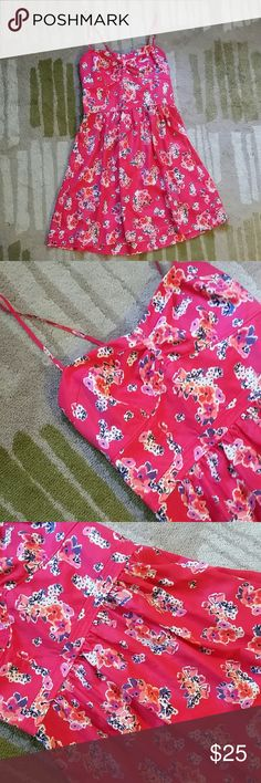 NWOT AEO Floral Dress American Eagle Outfitters Pink Floral Dress Fitted bodice with ruched back, flowy skirt 2 front pockets Size 6 New Without Tags American Eagle Outfitters Dresses Mini