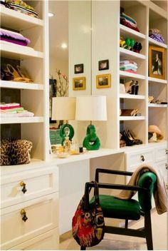 modern white walk in wardrobe closet dressing room table with green lamp and chair Dressing Room Closet, Closet Bedroom, Closet Space, Dressing Rooms, Dressing Area, Master Closet, Closet Wall, Closet Shelves, Cubbies