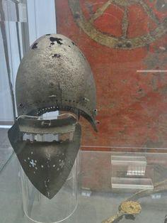 Похожее изображение Medieval Helmets, 14th Century, Warfare, Riding Helmets, Weapons, Armour, Europe, Crafts, Inspiration