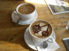 :)I must say when I do splurge for a Latte at the local cafe, the coffee art always makes me smile. Coffee Latte Art, Hot Coffee, Coffee Cups, Black Coffee In Bed, Design Café, Food Decoration, Coffee Design, Blog, Favorite Recipes