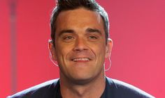 Those people are born in February all are very responsible. All celebrities are responsible or not Robbie Williams, Top Celebrities, Cheer, People, How To Wear, Tops, Fashion, Moda, Humor