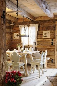 Amazing chalet design to your winter chalet. Chalet Design, Chalet Chic, Chalet Style, Chalet Interior, Interior And Exterior, Interior Design, Cabins And Cottages, Log Homes, Modern House Design