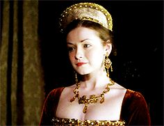 Historical dramas are the love of my life. Requests are always welcomed. Medieval Gown, Medieval Costume, Sarah Bolger, Wars Of The Roses, Lady In Waiting, Queen Of England, Fashion Tv, Other Woman, Corona