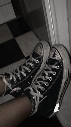 Aesthetic Shoes, Night Aesthetic, Aesthetic Grunge, Grunge Shoes, Grunge Outfits, Emo Outfits, Cute Shoes, On Shoes, Me Too Shoes