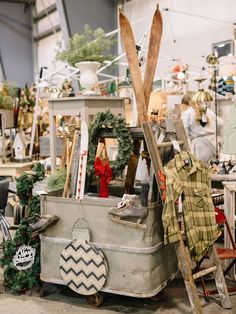 35 Festive Christmas Wall Decor Ideas that will Instantly Get You into the Holiday Spirit - The Trending House Christmas Store Displays, Christmas Booth, Christmas Window Display, Vintage Christmas, Christmas Ideas, Christmas Lights, Christmas Tree, Christmas Table Centerpieces, Christmas Decorations