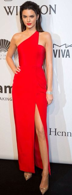 Kendall Jenner hit the red carpet at the 2015 amfAR New York Gala in a hot red sexy one shoulder gown with a thigh-high slit. Kendall Jenner looks so sexy in this red dress! Trendy Dresses, Nice Dresses, Fashion Dresses, Evening Dresses, Prom Dresses, Formal Dresses, Dress Prom, Wedding Dress, Dresses 2016