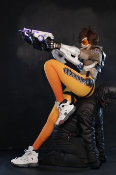 Meet Korean coplay star Tasha, who as you're about to see is straight up killing it as Overwatch's Tracer.