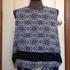 Bold Printed Asos Tank Black and white bold printed tank top by Asos. Size 4 with deep arm holes. Wide mesh strip on the bottom. I am 5'4 and this hits right below my belly button so it is quite short but not cropped. Asos Tops Tank Tops