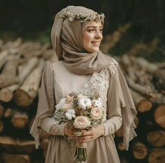 43 Ideas muslim bridal look wedding hijab Muslimah Wedding Dress, Muslim Wedding Dresses, Muslim Brides, Muslim Dress, Wedding Gowns, Bridal Dresses, Bridesmaid Dresses, Wedding Abaya, Wedding Cakes