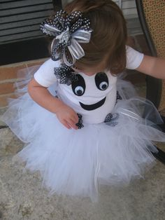 Toddler Girl Ghost Costume with Tutu and Bow.thinking about making this for aubrey's halloween costume Halloween Meninas, Halloween Kostüm, Holidays Halloween, Halloween Decorations, Halloween Clothes, Christmas Decorations, Vintage Halloween, Halloween Makeup, Ghost Costumes