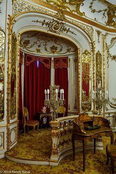 Peles Castle. Romania. Romanian Castles, Peles Castle, Dracula Castle, Chateau Medieval, Carpathian Mountains, Fantasy Places, Places To See, Cathedral, Beautiful Places