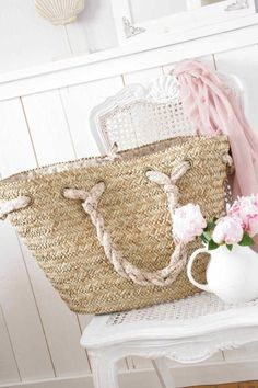 ♥ I will not stop looking until I find this basket purse... I NEED it!