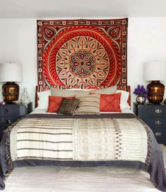 Looking for DIY Headboard Ideas? There are numerous economical ways to develop a distinct one-of-a-kind headboard. We share a couple of fantastic DIY headboard ideas, to motivate you to design your bedroom posh or rustic, whichever you favor. Celebrity Bedrooms, Celebrity Houses, Celebrity Style, Elle Decor, Tapestry Headboard, Wall Tapestry, Bedspread, Tapestry Bedroom, Hanging Tapestry