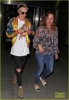 Cara Delevingne Arrives Home from Her Trip in Paris | cara delevingne returns home from her trip to paris 05 - Photo