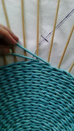 inspiration and idea for twined rug for under kitchen table . is an oval possible? how to frame the warp threads? twine warp and wool strip weft in kitchen table Photo Newspaper Basket, Newspaper Crafts, Newspaper Photo, Paper Weaving, Loom Weaving, Hand Weaving, Home Crafts, Diy And Crafts, Weaving Projects