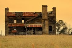 An old abandoned farmhouse in the Missouri Ozarks. Photo credit: Mary Koch.